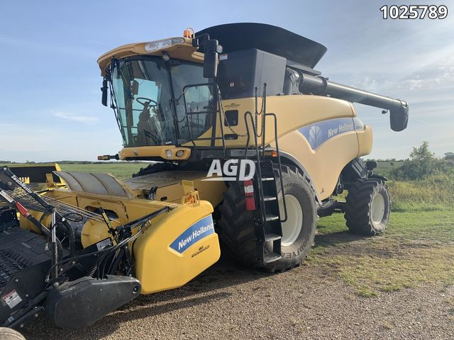 Image for Used 2009 New Holland CR9080 Combine