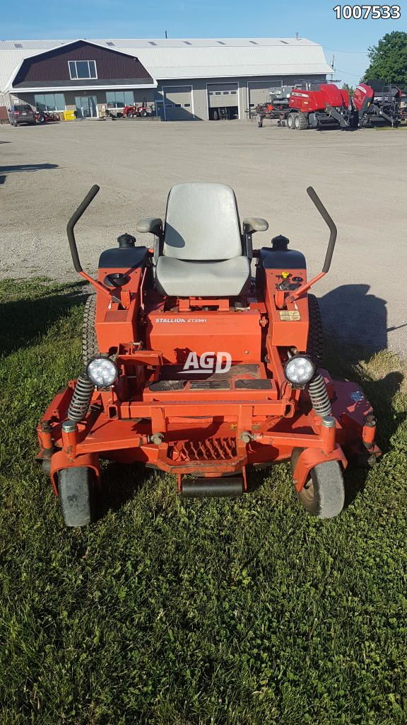 Gallery image 1 for Used 2003 Simplicity ZT2561 Mower - Zero Turn