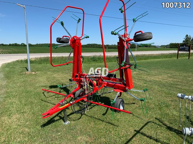 Gallery image 1 for New Enorossi G4V-570 PTH Tedder Rake