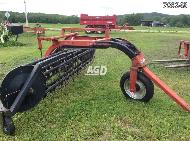 Gallery image 1 for Used Case IH 960 Rake