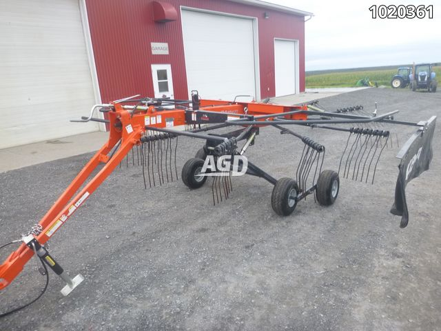 Gallery image 1 for Used 2017 Kubota RA1047T Rake