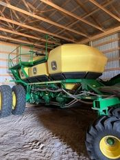 Image for article Used 2018 John Deere 1870 Air Drill