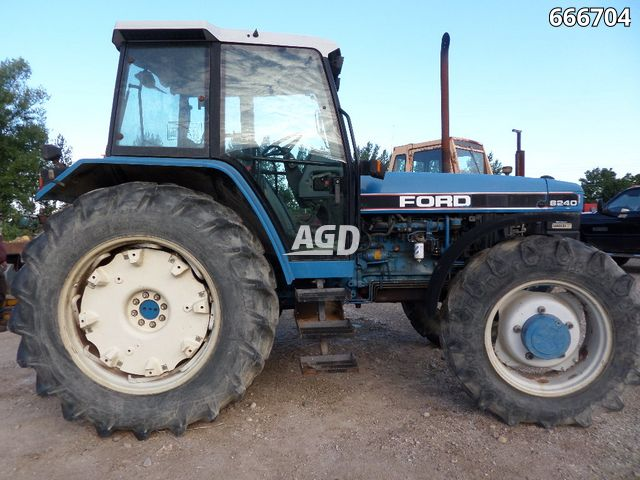 Gallery image 1 for Used 1993 Ford 8240 Tractor