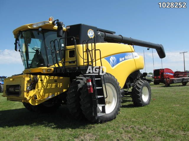 Gallery image 1 for Used 2010 New Holland CR9070 Combine