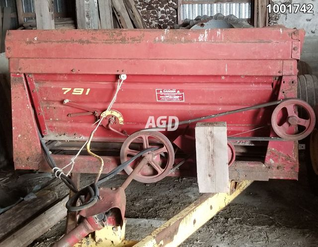 Gallery image 1 for Used 1988 New Holland 791 Manure Spreader