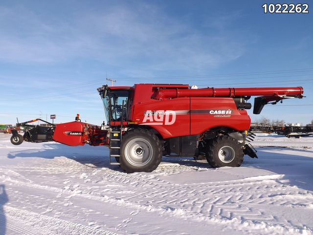 Gallery image 1 for Used 2018 Case IH 9240 + 3016 Combine
