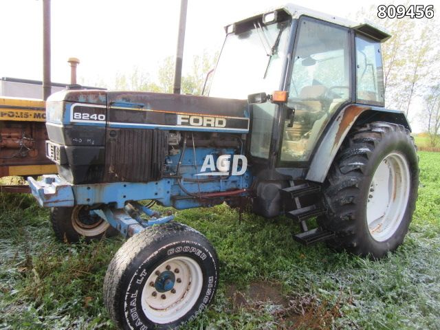 Gallery image 1 for Used 1994 Ford 8240 Tractor