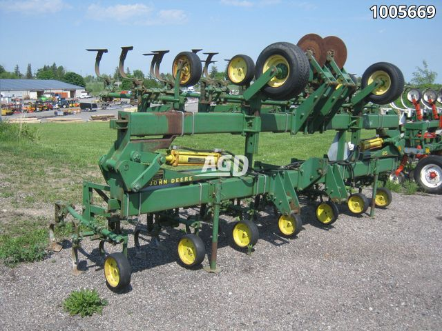 Gallery image 1 for Used John Deere 85 Row Crop Cultivator