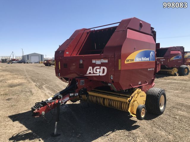 Gallery image 1 for Used 2011 New Holland BR7090 Round Baler