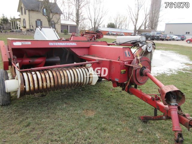 Gallery image 1 for Used International 425 Bale Thrower