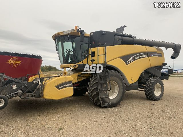 Image for Used 2003 New Holland CX860 Combine