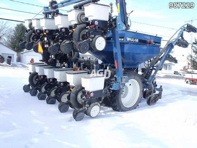 Gallery image 1 for Used Kinze 3140 Planter