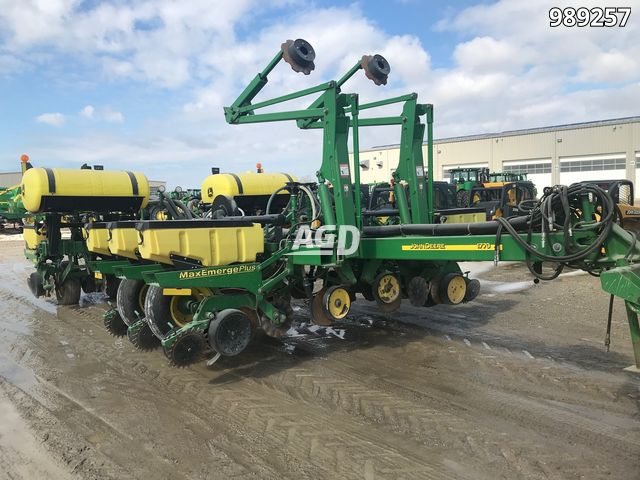 Gallery image 1 for Used 2004 John Deere 1770 Planter