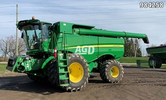 Gallery image 1 for Used 2014 John Deere S680 Combine