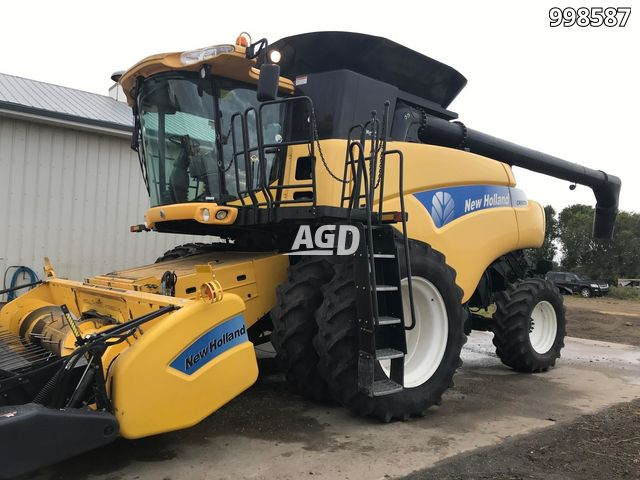Gallery image 1 for Used 2007 New Holland CR9070 Combine